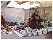 slides/95027842.JPG butcher Diestel Dirk Fotograf geo:lat=34.16215107 geo:lon=77.58562088 geotagged India Jammu and Kashmir Ladakh LehLadakh market market Markt markt shoemaker 95027842