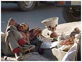 slides/95027853.JPG butcher Diestel Dirk Fotograf geo:lat=34.16215107 geo:lon=77.58562088 geotagged India Jammu and Kashmir Ladakh LehLadakh market market Markt markt shoemaker 95027853