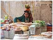 slides/95203646.JPG butcher Diestel Dirk Fotograf geo:lat=34.16215107 geo:lon=77.58562088 geotagged India Jammu and Kashmir Ladakh LehLadakh market market Markt markt shoemaker 95203646