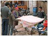 slides/95203722.JPG butcher Diestel Dirk Fotograf geo:lat=34.16215107 geo:lon=77.58562088 geotagged India Jammu and Kashmir Ladakh LehLadakh market market Markt markt shoemaker 95203722