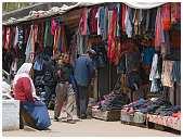slides/95203763.JPG butcher Diestel Dirk Fotograf geo:lat=34.16215107 geo:lon=77.58562088 geotagged India Jammu and Kashmir Ladakh LehLadakh market market Markt markt shoemaker 95203763