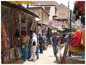 slides/95203770.JPG butcher Diestel Dirk Fotograf geo:lat=34.16215107 geo:lon=77.58562088 geotagged India Jammu and Kashmir Ladakh LehLadakh market market Markt markt shoemaker 95203770
