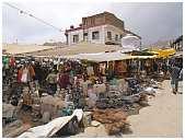 slides/95203781.JPG butcher Diestel Dirk Fotograf geo:lat=34.16215107 geo:lon=77.58562088 geotagged India Jammu and Kashmir Ladakh LehLadakh market market Markt markt shoemaker 95203781