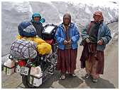 slides/95307020.jpg Himalaya Indien Kloster Ladakh Motorrad Mönch Tanglangla Tempel Tso Moriri Tso kar 95307020